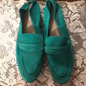 Beautiful H&M real suede green loafers. Sz 10